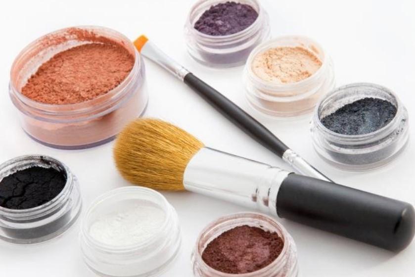 Минеральная косметика – лучшие средства для макияжа.