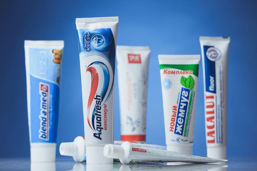 Какой зубной пастой лучше чистить зубы: рейтинг средств разного назначения