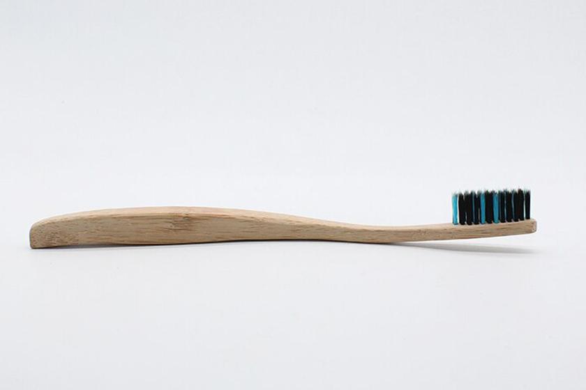 Экологичная бамбуковая зубная щетка